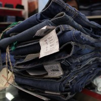 Jeans_at_a_store.